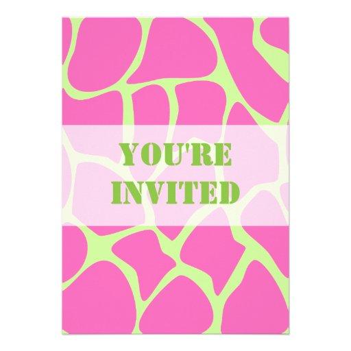 Modelo del estampado de girafa, rosa brillante y v invitacion personalizada