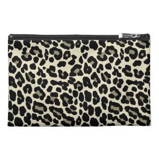 Modelo del estampado leopardo del moreno y del