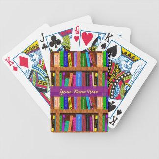 Modelo del estante de librería de la biblioteca baraja de cartas bicycle