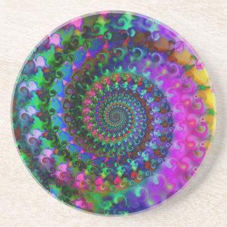 Modelo del fractal del arco iris del hippy posavaso para bebida