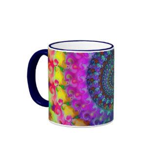 Modelo del fractal del arco iris del hippy taza a dos colores