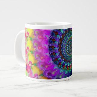 Modelo del fractal del arco iris del hippy taza grande
