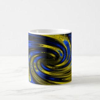 Modelo del fractal del azul y del oro taza