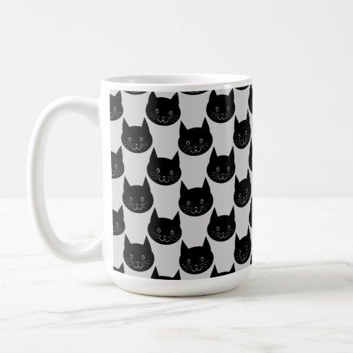 Modelo del gato negro en gris claro. tazas