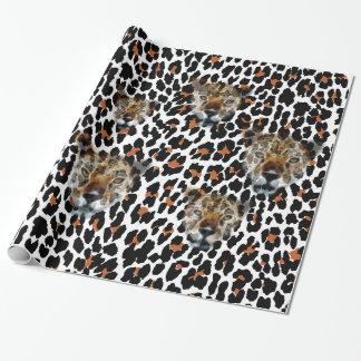 Modelo del guepardo con el papel de embalaje de papel de regalo
