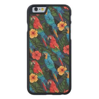 Modelo del Macaw y del hibisco Funda De iPhone 6 Carved® Slim De Arce
