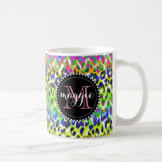 Modelo del monograma del estampado leopardo del taza de café