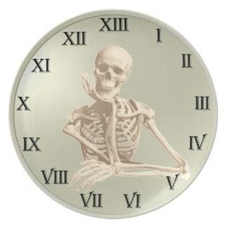 Modelo del reloj del cráneo de 13 horas plato de cena