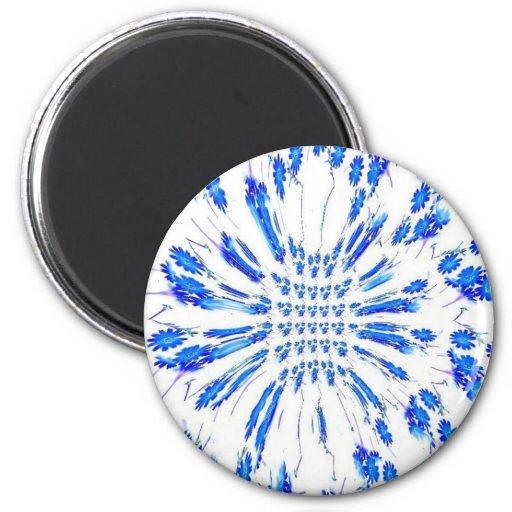 Modelo del remolino de pequeñas flores azules y bl imán de frigorífico