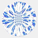 Modelo del remolino de pequeñas flores azules y pegatina redonda