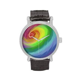 Modelo del remolino del arco iris de la pintura al reloj de mano