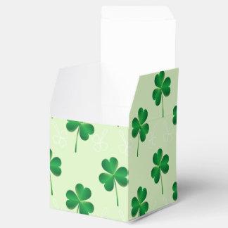 modelo del trébol de las hojas del irlandés tres caja para regalos de fiestas