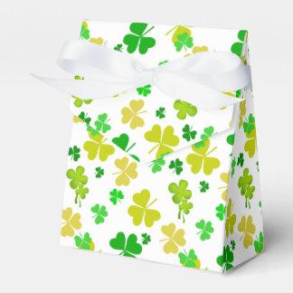 modelo del trébol de las hojas del irlandés tres cajas para regalos