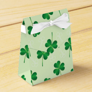 modelo del trébol de las hojas del irlandés tres caja para regalos