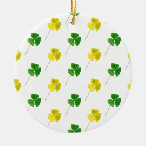 Modelo del trébol del oro verde y amarillo ornamento de reyes magos