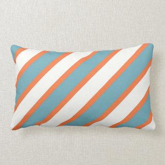 Modelo diagonal azul y anaranjado colorido de las cojín