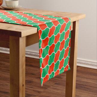 Modelo diagonal de Ogee del navidad verde rojo Camino De Mesa Mediano