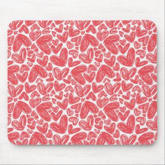 Modelo dibujado mano roja de los corazones tapete de ratón