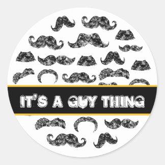 Modelo divertido del bigote para los hombres pegatina redonda