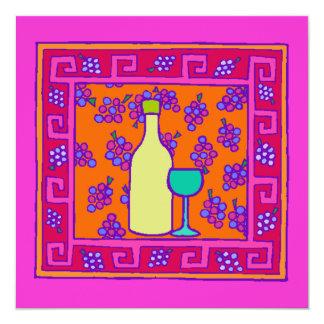 Modelo dominante y uvas y invitación del fiesta