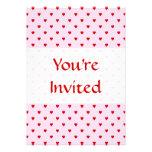 Modelo dulce de corazones rojos en rosa invitacion personalizada