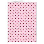 Modelo dulce de corazones rojos en rosa tarjetas
