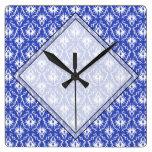 Modelo elegante del damasco. Azul y blanco Reloj De Pared