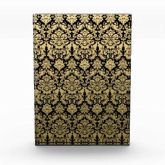 Modelo elegante del oro y del damasco del negro