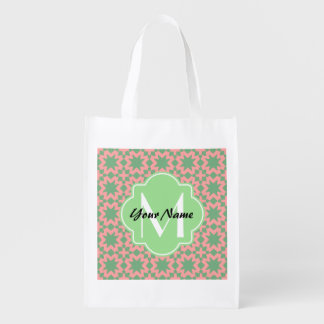 Modelo elegante elegante verde y rosado con bolsas reutilizables