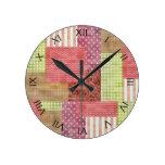 Modelo elegante Quiltblocks del remiendo del país Reloj De Pared