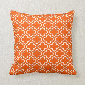 Modelo elegante retro blanco anaranjado del cojin