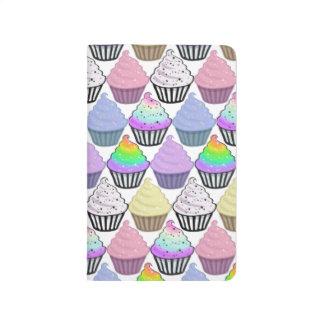 Modelo en colores pastel colorido de las rayas de cuaderno grapado