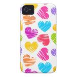 Modelo en colores pastel femenino de los corazones Case-Mate iPhone 4 cobertura