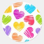 Modelo en colores pastel femenino de los corazones pegatina redonda