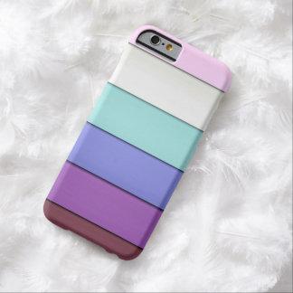 Modelo en colores pastel mínimo de las rayas funda barely there iPhone 6