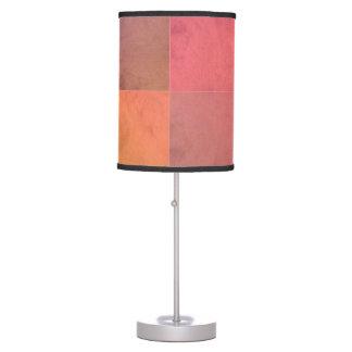 Modelo en colores pastel rosado de la acuarela del lámpara de mesa