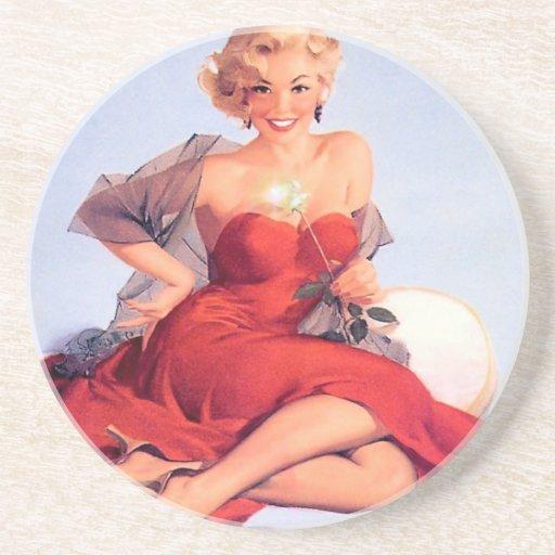 Modelo en vestido rojo posavasos manualidades