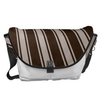 Modelo enrrollado de la raya marrón del color del bolsa de mensajería