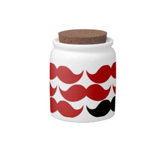 Modelo enrrollado retro rojo del bigote plato para caramelo