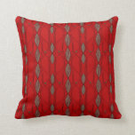 Modelo enrrollado rojo y beige almohadas