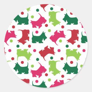 Modelo escocés del navidad de los terrieres pegatina redonda