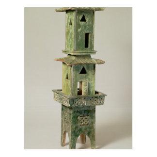 Modelo esmaltado verde de una torre postal
