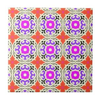 Modelo étnico con adornos marroquíes azulejo cuadrado pequeño