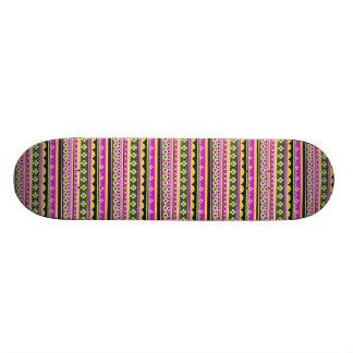 Modelo étnico de las rosas fuertes tabla de skate