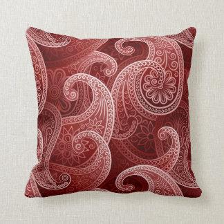 Modelo exótico rojo de Paisley Cojín Decorativo