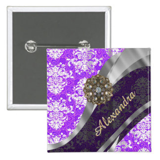 Modelo femenino bonito púrpura personalizado del pin cuadrado