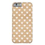 Modelo femenino del corazón del fondo de madera funda de iPhone 6 barely there