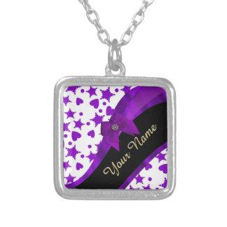 Modelo femenino manchado púrpura bonito colgante cuadrado