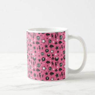 Modelo femenino rosado del punk rock taza