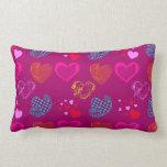 Modelo femenino rosado púrpura del amor de los cor almohadas